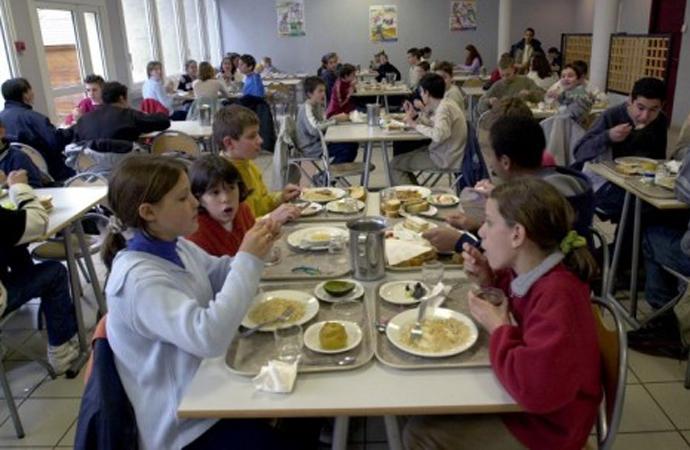 Fransa'da bir Belediye başkanı okul kantininde domuz eti menüsünü zorunlu kıldı