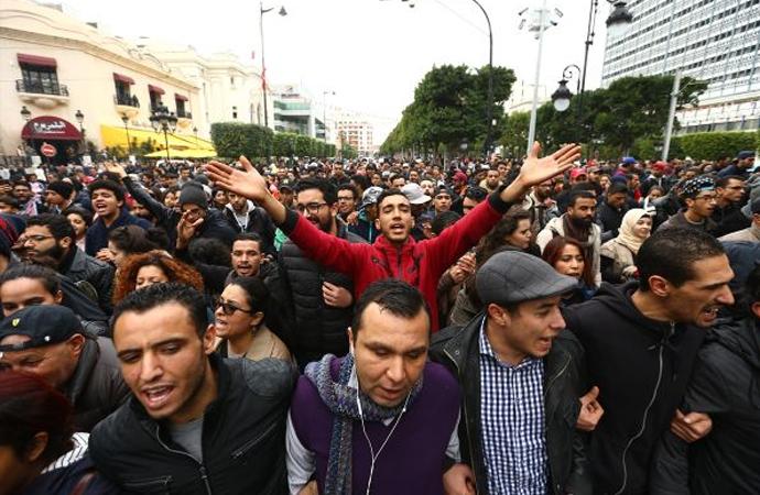 Tunus'ta protestolar başladı, olaylarda bir kişi öldü