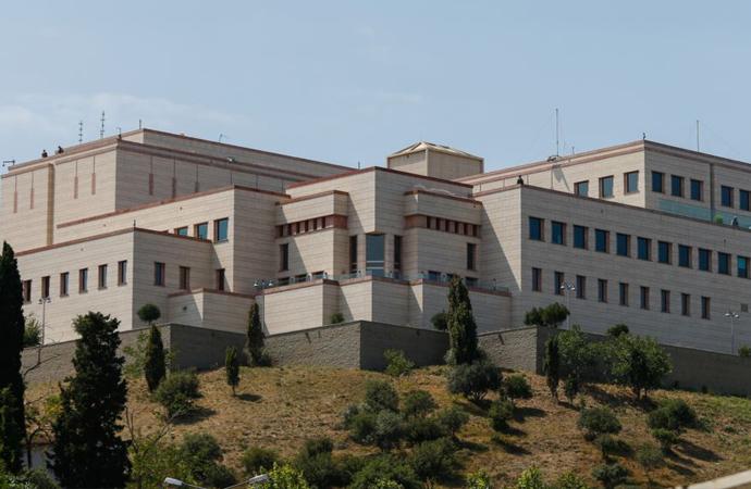 'Başkan Johnson'un mektubundan sonra Elçilik duvarları yükseltilmişti'