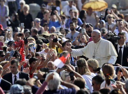 Vatikan 'Şeytan Çıkarma' taleplerine yetişemiyor!