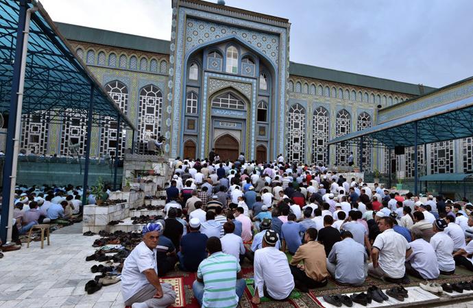 Tacikistan yönetimi ülkedeki camilerin yarısını kapattı
