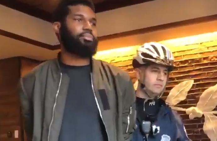 İki siyahi müşterisini gözaltına aldıran Starbucks özür diledi