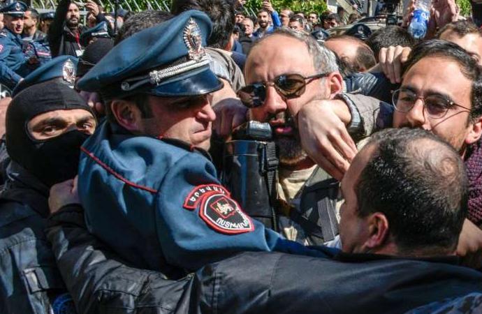 Ermenistan'da karmaşa