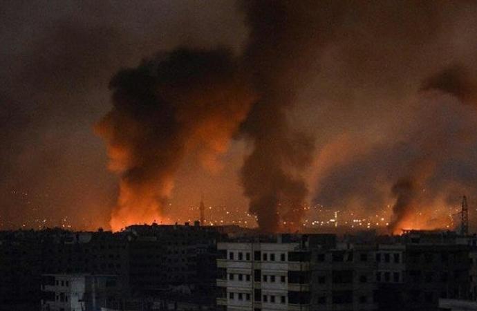 İsrail Hama-Halep'i, ABD ve PYD ise Deyrizor'u vurdu