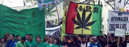 Batı'nın uyuşturucu sarmalı: Binlerce kişi 'kenevir' çağrısı yaptı