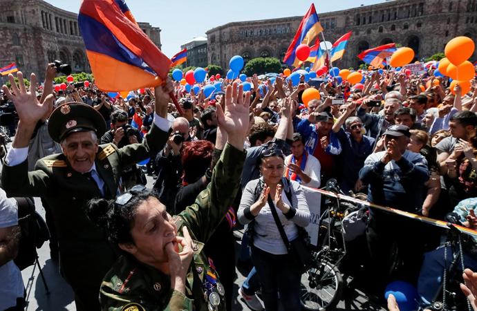 Ermenistan'da sokaklar kapatıldı