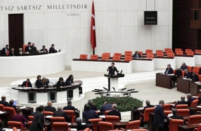 'Meclis tatile girsin' önerisi kabul edildi