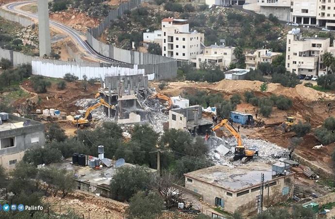 İşgalciler, Filistinlilere ait 12 ev ve işyerini yıktı 