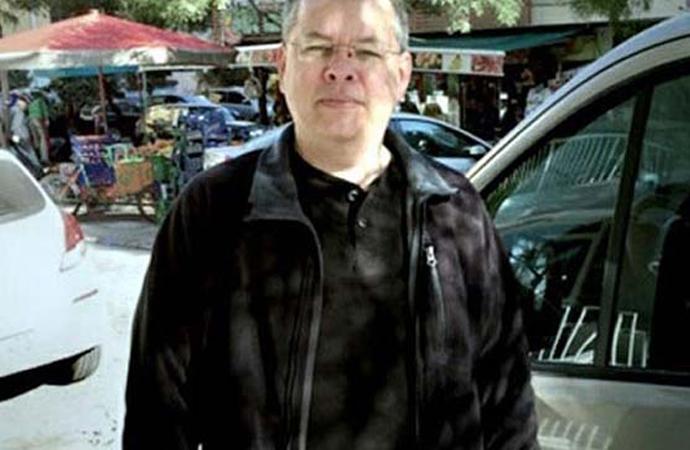 Amerikalı rahip Brunson cezaevinden ev hapsine alınıyor