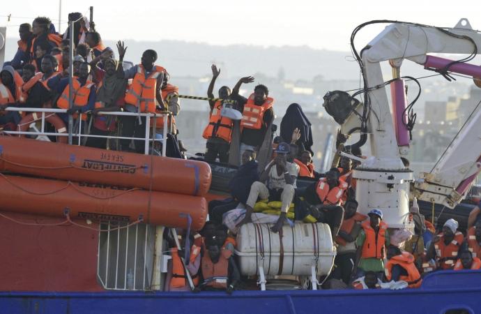 İtalya ve Malta'nın kabul etmediği 450 göçmen denizde mahsur