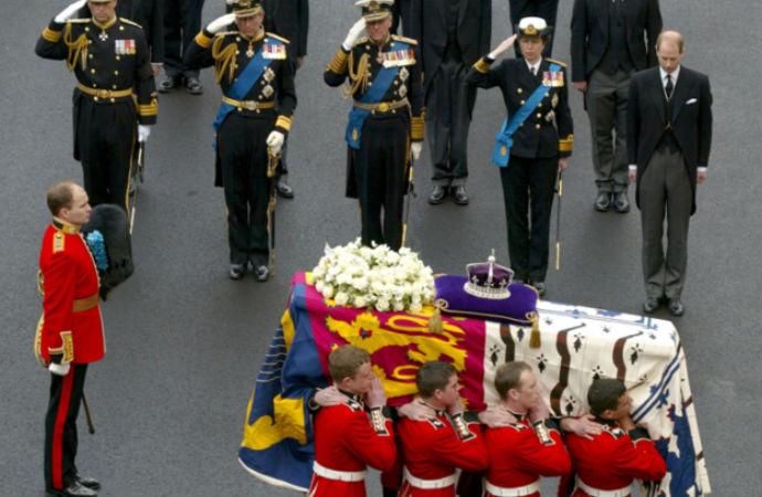 Kraliçe için cenaze töreni provasının anlamı
