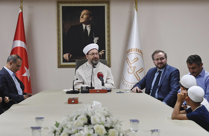 Kur'an Kursu öğrencileri Ali Erbaş'ı ziyaret etti