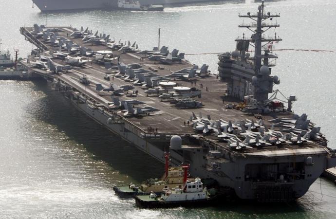 ABD helikopteri ABD uçak gemisine düştü!