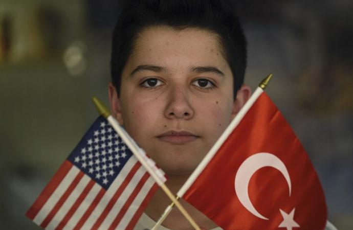 Türk ve Amerikan kültürlerini sanatla bağlama çabası