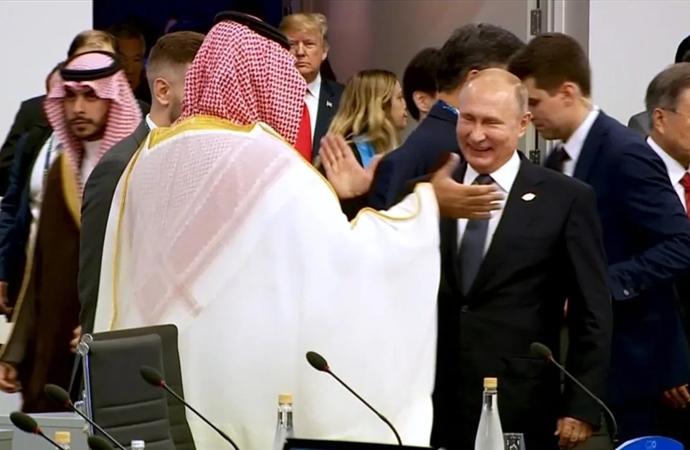 Putin ile Suudi Prens Selman'dan samimi poz