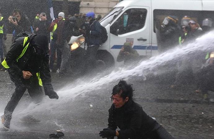 Fransız hükümetinden protestolar karşısında geri adım