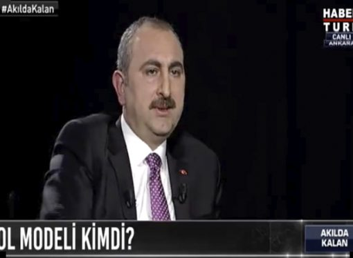 Abdülhamit Gül: 'Dergilerin arasında büyüdük'