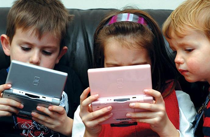 Çocuk, aile zamanı yerine niye tablet ya da telefonu seçsin?