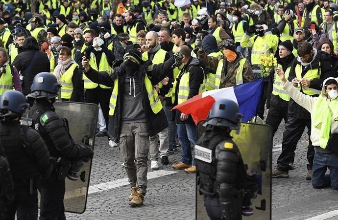 Fransa 'daha sert' önlemler alacak