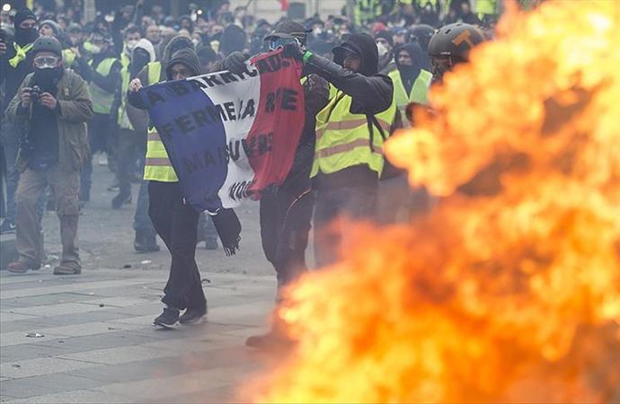 Fransız bakan: 'Gösterilere katılanlar da suçlu'