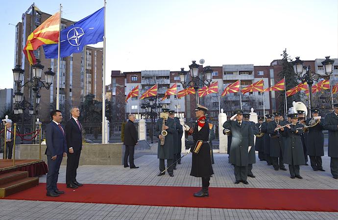 İsim sorunu bir anda çözülen Makedonya artık NATO üyesi