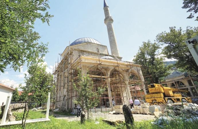 Bosna'da Sırpların yıktığı cami yeniden açılıyor