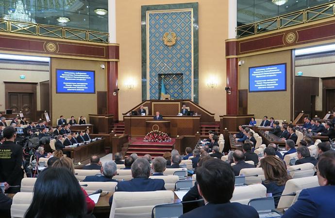 Kazakistan Cumhurbaşkanı hükümetin istifasını istedi