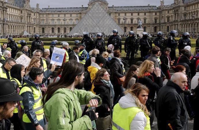 Fransız rejiminden eylemciler için yeni yasa
