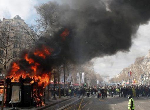 Bitmeyen gösterilere karşı asker de devreye girdi