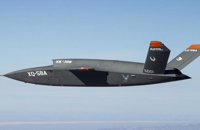 ABD 'insansız' yeni savaş uçağını tanıttı