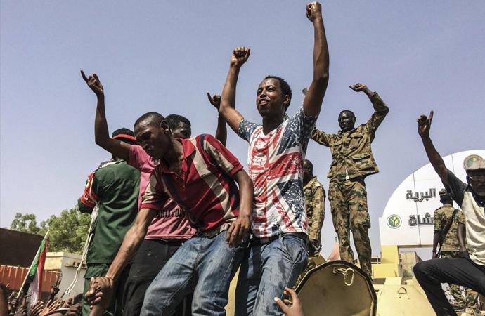 Sudan darbesinin ardında kim var?