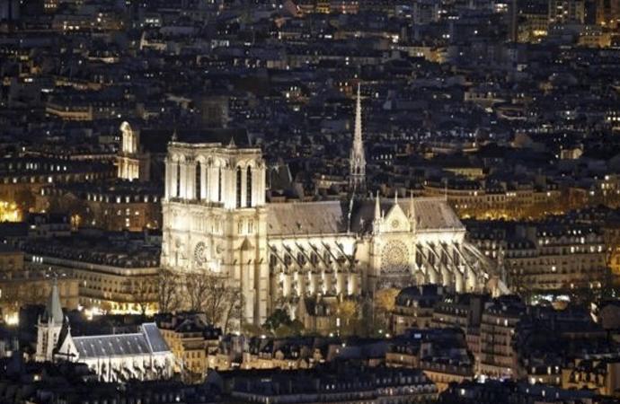 182 yılda yapılan Notre Dame'ın tarihi ve önemi