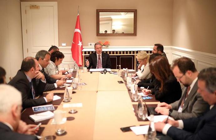 Bakan Akar gazetecilere konuştu: ABD ile işbirliğimiz devam ediyor