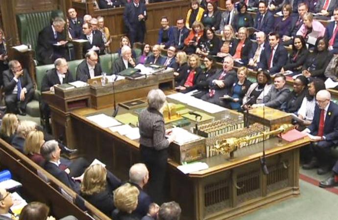 İngiliz Parlamentosu, Brexit'e 4 kez 'Hayır' dedi