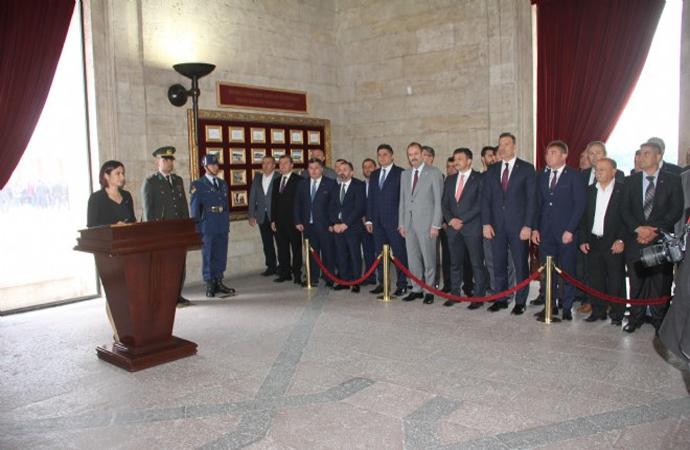 Ak Partili ve MHP'li başkanlar Anıtkabir'de