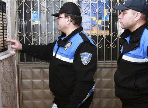 Tüpçü diyene de kapı açıldı, hırsız diyene de… Polis, zilleri çalıp test etti