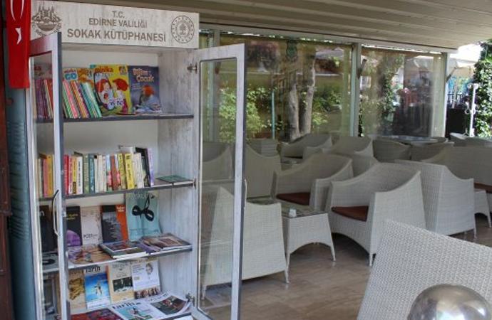 Edirne'de 'sokak kütüphaneleri' kuruluyor