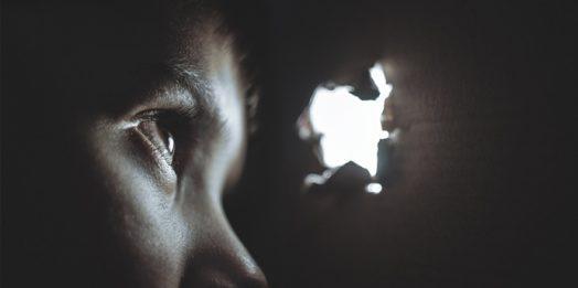 Hangi Korku Bizi Teslim Almaktadır?