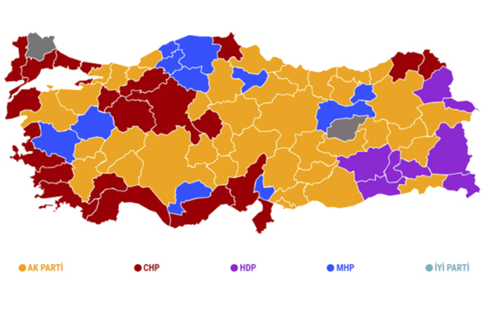 AKP'nin boynundaki kılıç Anadolu'da dövülüyor