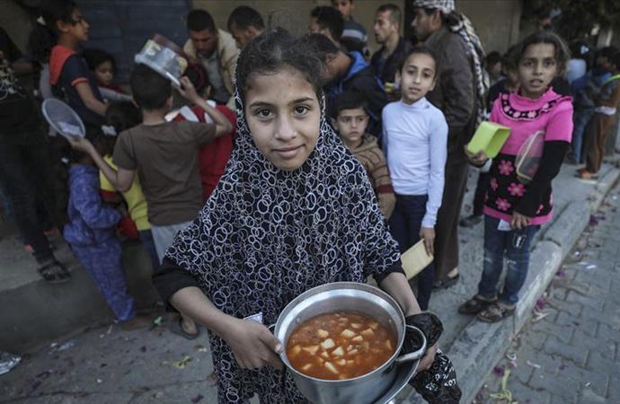 'Nüfusun yarıdan fazlası gıda yardımlarıyla geçiniyor'