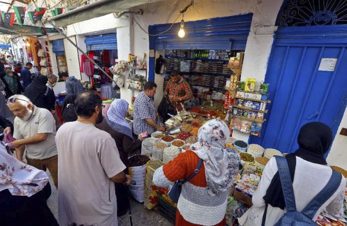 Trablus halkı son yılların 'en zor' Ramazan'ına hazırlanıyor