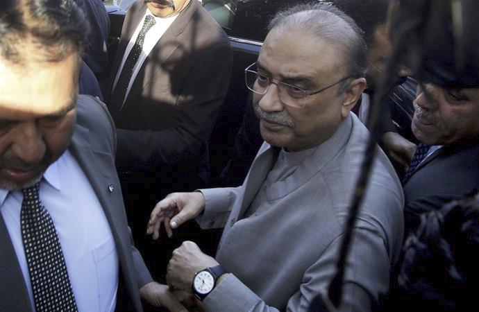 Pakistan eski Cumhurbaşkanı gözaltında