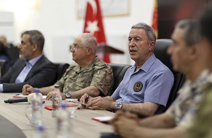 Akar: 'Müttefiklerimizin teröristlerle işbirliğinin izahı yok'