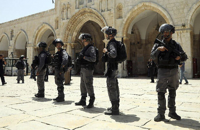 Fanatik Yahudiler Mescid-i Aksa'ya baskın düzenledi