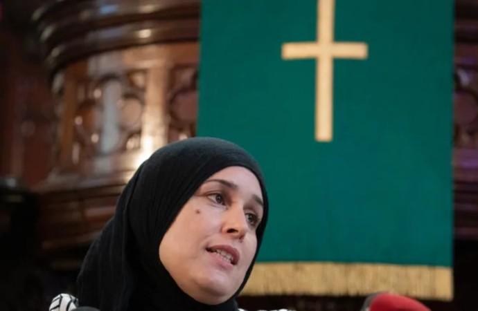 İki Müslüman öğretmen 'dini sembol' nedeniyle işten çıkarıldı