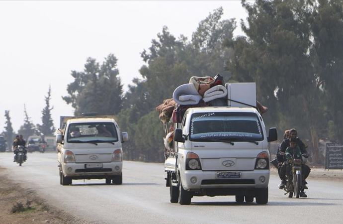 62 bin kişi daha İdlib'den ayrıldı