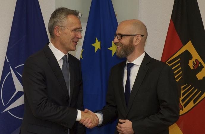 Alman hükümetinden NATO'ya övgüler