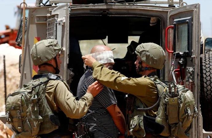 İşgal İsrail güçleri Hamas'ın bazı ileri gelenlerini gözaltına aldı