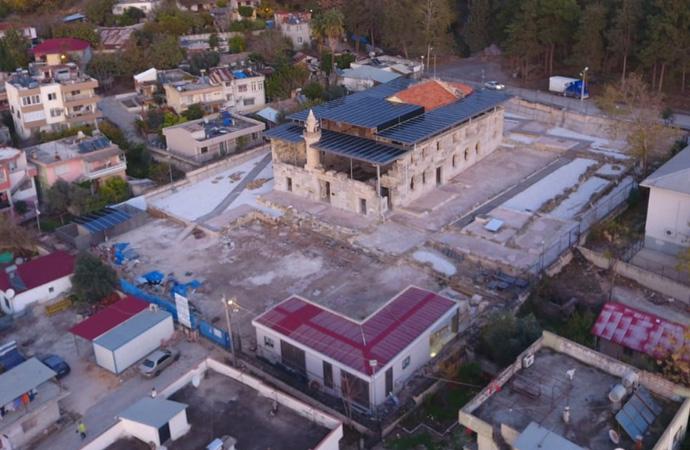 Tarihi camiye 'metal çatı' savunması: 'Taşıdığımız misyonun farkındayız'