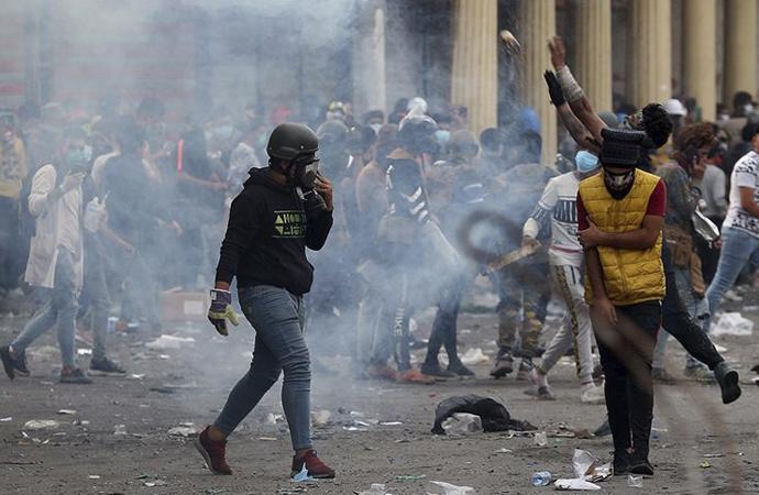 Necef'teki gösterilerde İran Başkonsolosluğu yeniden ateşe verildi